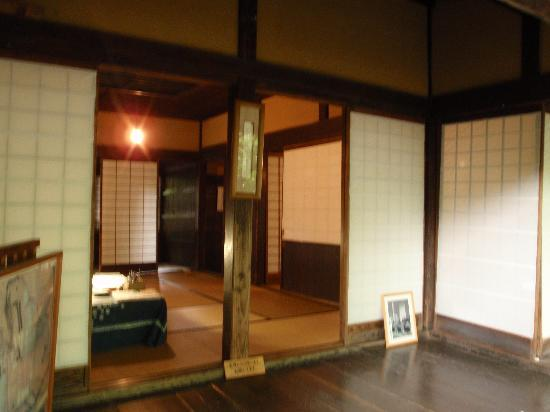 Iwahashi Samurai House : 外から見た室内