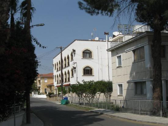 Averof Hotel : Hotel from the road