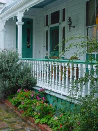 Ounuwhao Harding House : the verandah for breakfast in summer