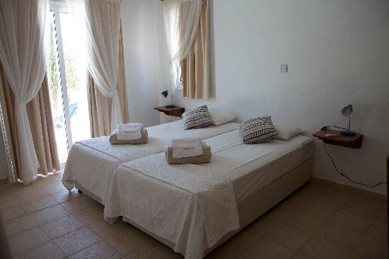 Thalassines Beach Villas Hotel: Downstairs bedroom