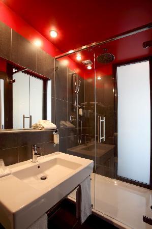 Salle De Bain grande salle de bain contemporaine : Salle de bain contemporaine - Picture of BEST WESTERN Grand Hotel ...