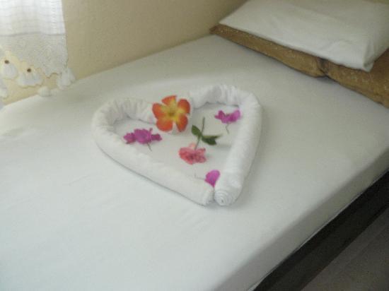 Bitez, Tyrkia: decorative design on bed