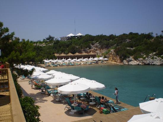 Hilton Bodrum Turkbuku Resort & Spa: The decked area and beach