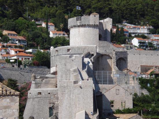 Villa Lanterna: The City Walls