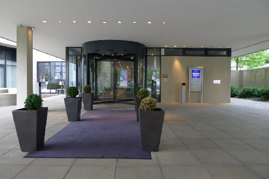 Dorint Hotel An der Kongresshalle Augsburg: Entrance