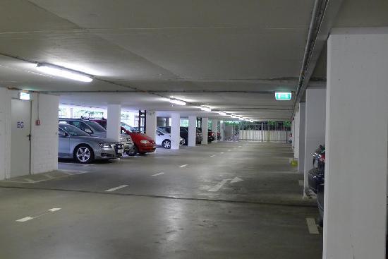 Dorint Hotel An der Kongresshalle Augsburg: Car Park