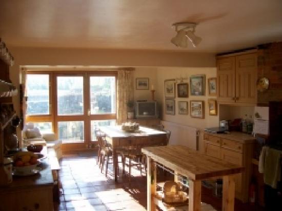 Weir Cottage: Kitchen