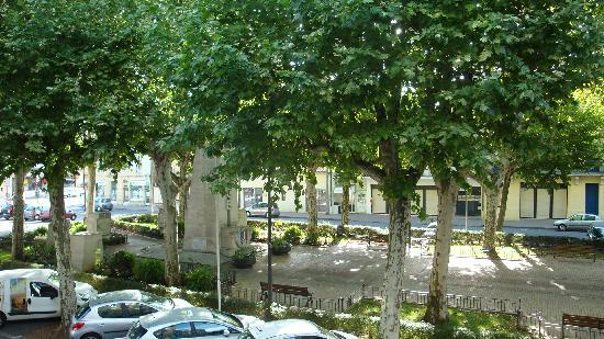 Hotel Spa du Commerce: Place Gambetta from hotel