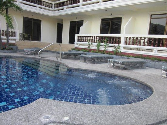 Tropical Palm Resort and Spa: The Jacuzzi