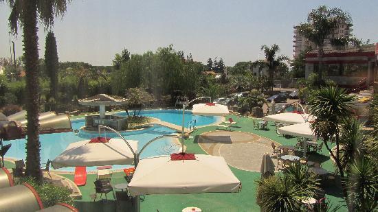 Appia Grand Hotel : Veduta della piscina dalla camera