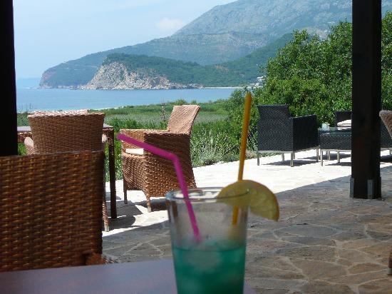 Buljarica, Czarnogóra: vue de la terrase du restaurant