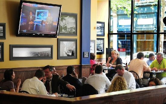 Adelphia Sports Bar & Grille: Seating near large windows