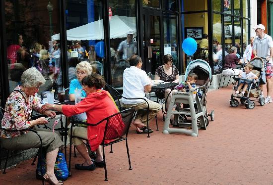 Adelphia Sports Bar & Grille : Sidewalk tables