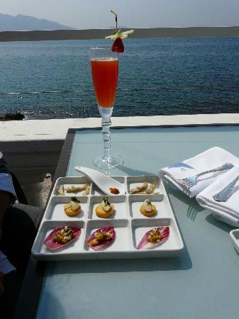 Ap ritif sur la terrasse photo de le petit nice - Le petit nice bar marseille ...