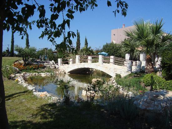 Achtis Hotel: New garden pond bridge