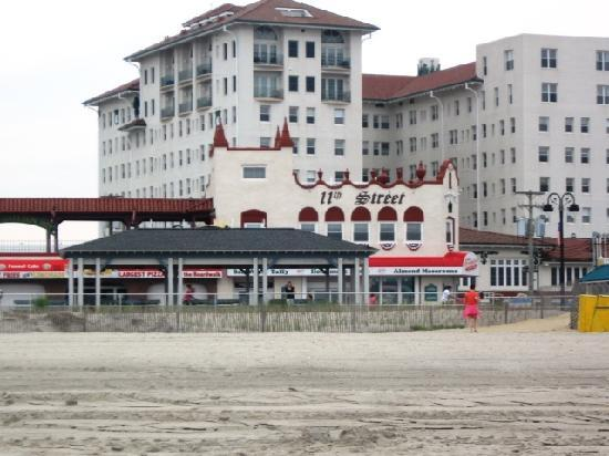 The Flanders Hotel: beach in front of flanders hotel