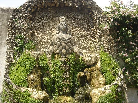 Tivoli, Italia: Diana of Ephesus Fountain