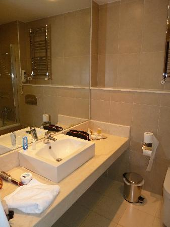 Elpida Resort & Spa : salle de bain