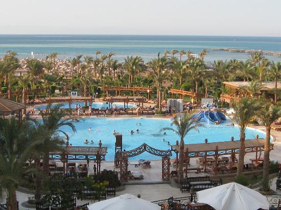 Hawaii Le Jardin Aqua Park Resort : Pools and sea viea