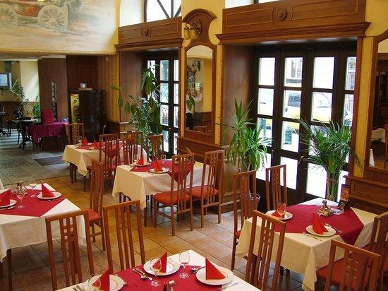Voros Postakocsi Restaurant: Vörös Postakocsi Restaurant - Krudy Room