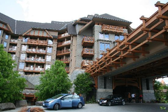 Four Seasons Resort and Residences Whistler: Exterior - Arrival
