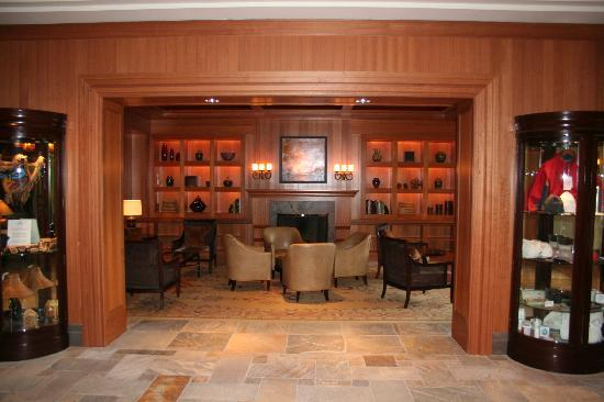 Four Seasons Resort and Residences Whistler: Lobby area