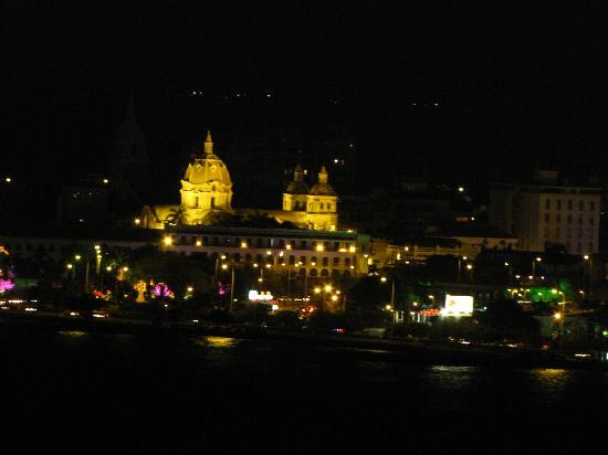Hotel Cartagena Plaza : night view