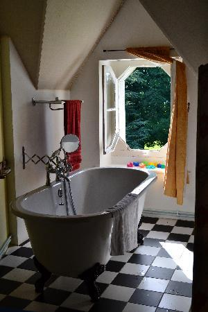 Le Castel: our very relaxing bath