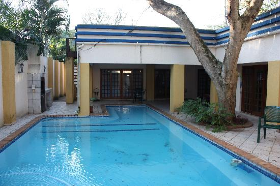 Zulani Guest House: The amazing pool.