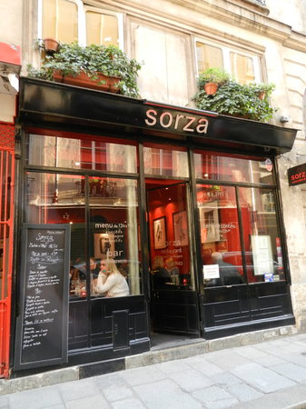 Sorza : Picture of the restaraunt from the tiny street.