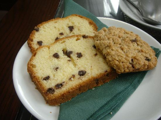 Abbeyglen Cottage B&B : Delicious cake and cookie