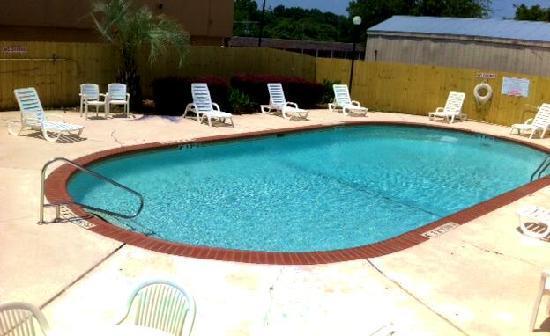 Super 8 Longview/North: Swimming Pool