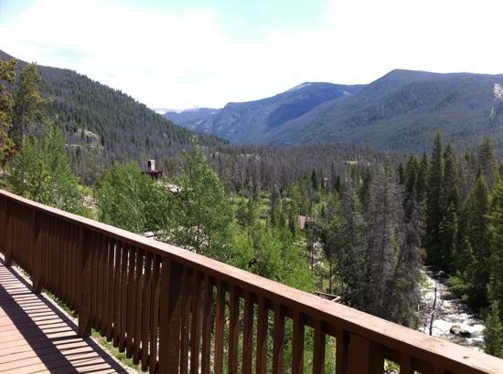 Shadowcliff Lodge: View to southeast of Rockies