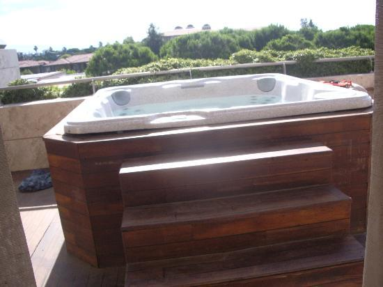Gloria Serenity Resort : jacuzzi on our balcony