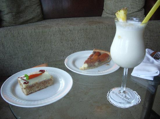 Gloria Serenity Resort: cake& pina colada before we leave!!