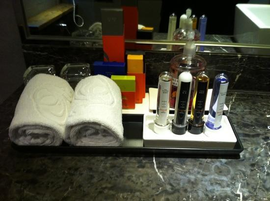Aqua Bella Hotel: Loved the test tubes filled with shampoo & lotion etc., for guests!!!