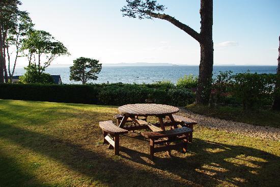 Invernairne Hotel: Der Garten mit Blick auf den Moray Firth