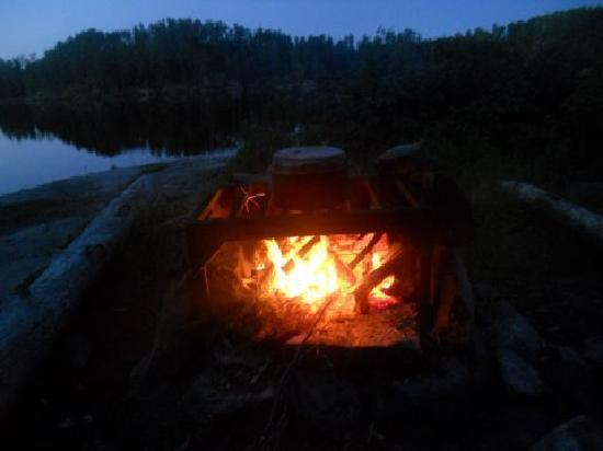 Voyageur Canoe Outfitters: Camp cooking - make sure to soap those pots.  It'll save you an hour of scrubbing sot.