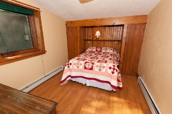 Door County Cottages: Fieldstone: One of two bedrooms.