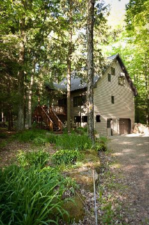 Door County Cottages: Gretnas: Surrounded by a peaceful forest includes a private sauna.