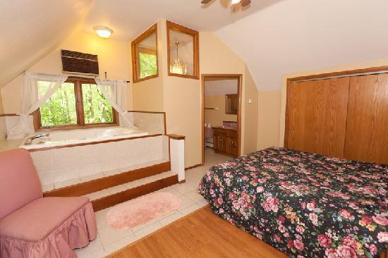 Door County Cottages: Gretnas: The master bedroom situated upstairs has a spa and it's own sitting lounge on the landi