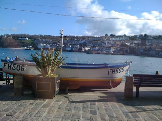 The Keep: St Ives Harbour Front, 2 min. walk away