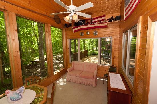 Door County Cottages : Lincoln: The sunroom off the open great room is a great way to take in the outdoors.