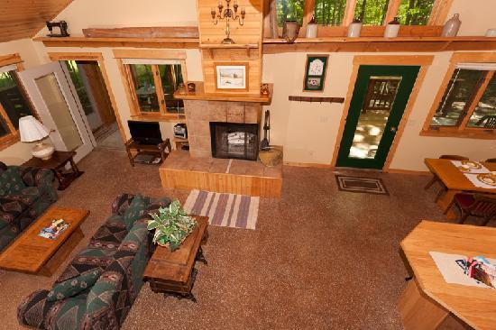 Door County Cottages : Lincoln: The great room includes a wood-burning fireplace.