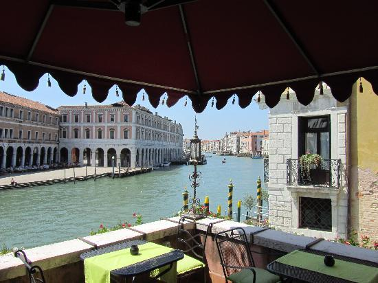 Al Ponte Antico Hotel: the hotel from the Grand Canal