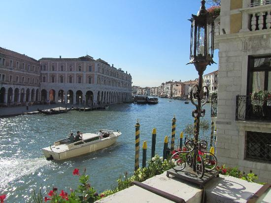 Al Ponte Antico Hotel: view from hte hotel terrace of the Grand Canal