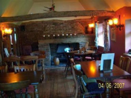 Old Ferry Boat Inn: bar area