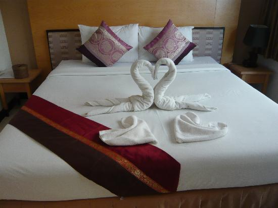 Phi Phi Palms Residence: Our bed on arrival