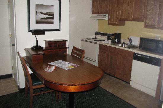 Studio 6 Greensboro Kitchen Area
