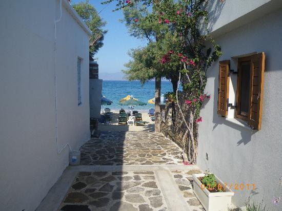 Iria Beach Art Hotel: Distance to the beach....